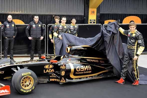 La escudería Lotus Renault presentó el monoplaza R31 con Kubica como su...