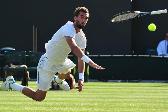 Parece que el galo Benoit Paire lanzó su raqueta para alcanzar un revés...