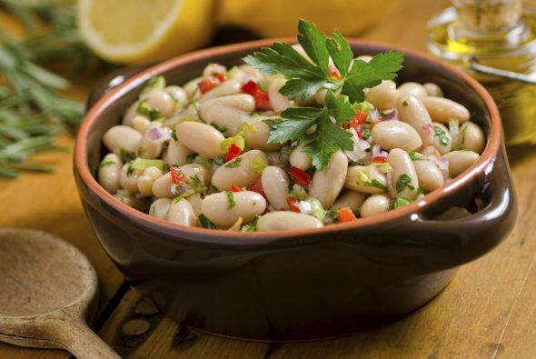 Una vez listos, cuécelos con abundante cebolla y ajo, comino, sal y pimi...