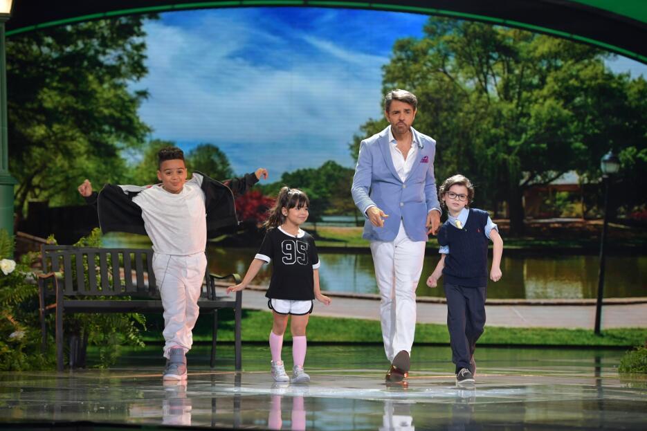 Eugenio Derbez con Almany y Giuliana.