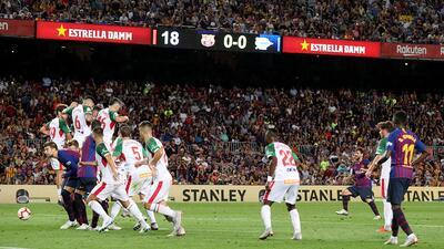 En fotos: Lionel Messi anotó el gol 6000 del Barcelona para vencer al Alavés