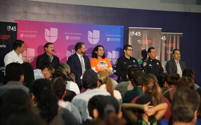 """""""Conozca sus derechos"""": Foro informativo sobre inmigración de Univisión..."""