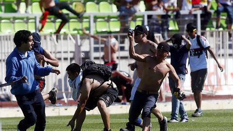 Aficionados de Colo Colo y Wanderes protagonizaron pelea campal