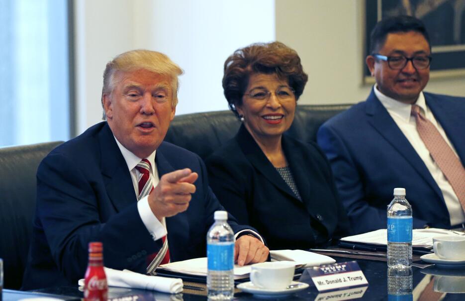 Trump acompañado de Jovita Carranza, que formó parte de la Administració...