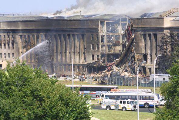 Otro avión se estrelló minutos después en el Pentágono, en Washington, D...