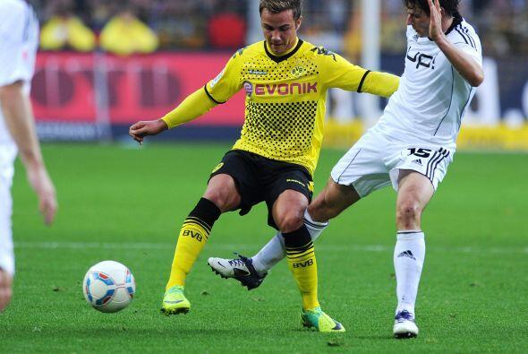 Götze realizó doblete en el triunfo de su equipo 5 - 1 al Wolfsburg.