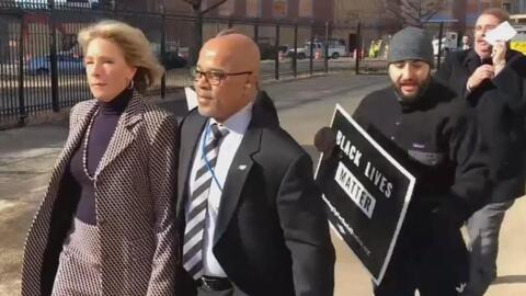 La Secretaria de Educación Betsy DeVos fue confrontada por manifestantes