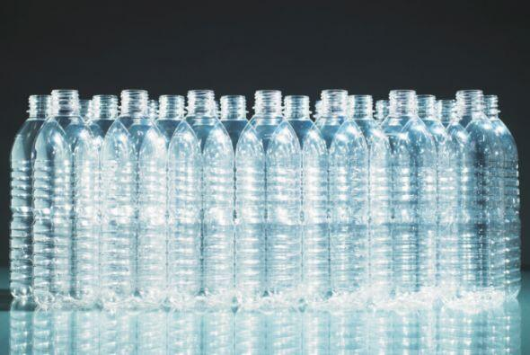El plástico es uno de los materiales que mas tarda en descomponerse y se...