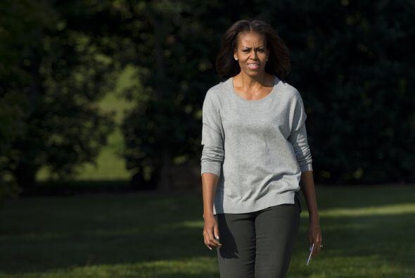 Nada como un blusón holgado para estar cómoda y en color gris para darle...