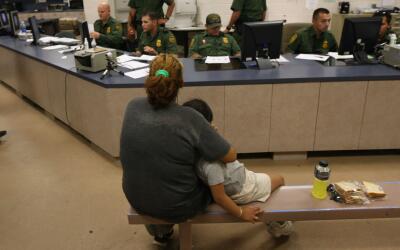 ¿Cuál sería el plan para acusar de tráfico humano a padres de niños que...