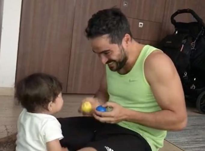 Anahí se derrite de ternura por el hijo de Alfonso Herrera, su ex en 'Re...