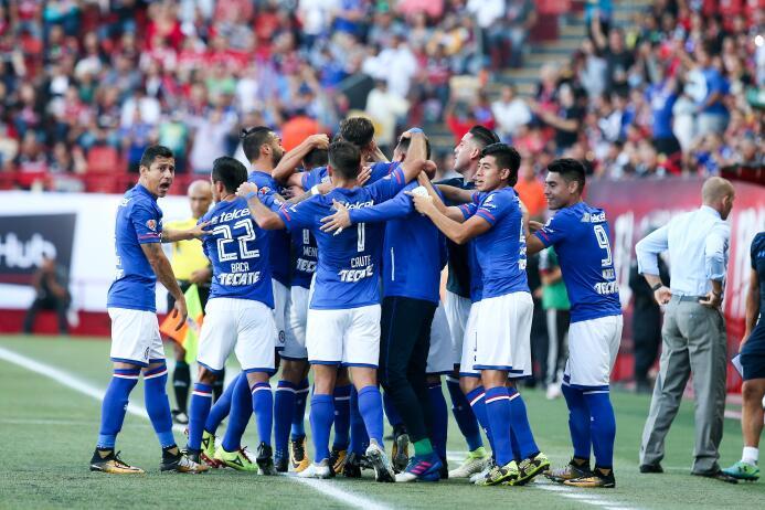 Cruz Azul debuta con triunfo y vuelve a ilusionar a su afición 20170721_...