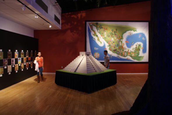 Hay representaciones de importantes zonas arqueológicas, como Chichén it...
