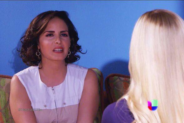 Por más que Sofía lucha por mantener la paz con su media hermana y aleja...