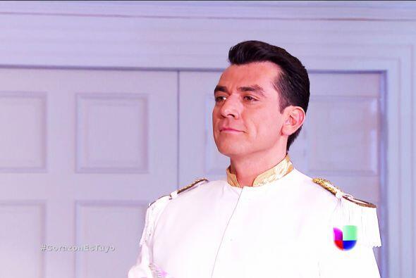 Ahora es el turno del príncipe Fernando Lacurain. ¡Otro mango del reino!