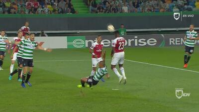 Polémica: le anulan gol a Wellbeck por supuesta falta