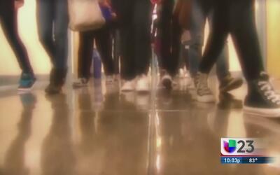 Escuelas de Fort Worth discuten uso de baños para alumnos transgénero