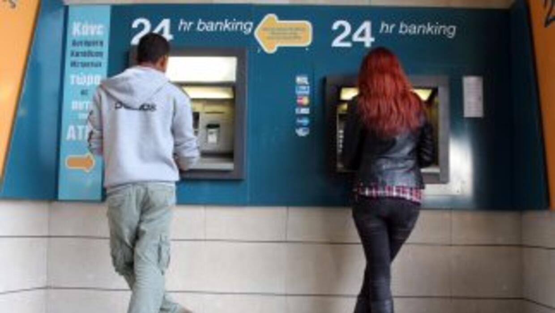 Chipre acordó gravar los depósitos de ahorro bancarios, medida sin prece...