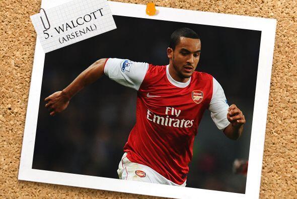 En el mediocampo, el inglés Theo Walcott encabeza esa línea.