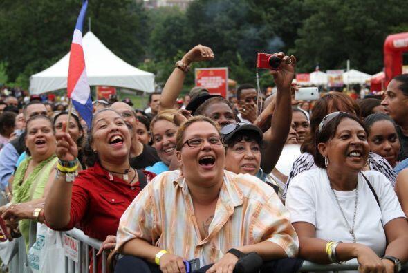 Los Rosario en El Latin Grammy® Street Party 0009ea31cd584dadbe9280dc2b2...