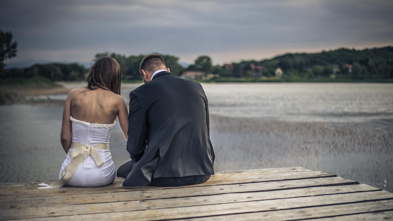 Esposo y Esposa sentados