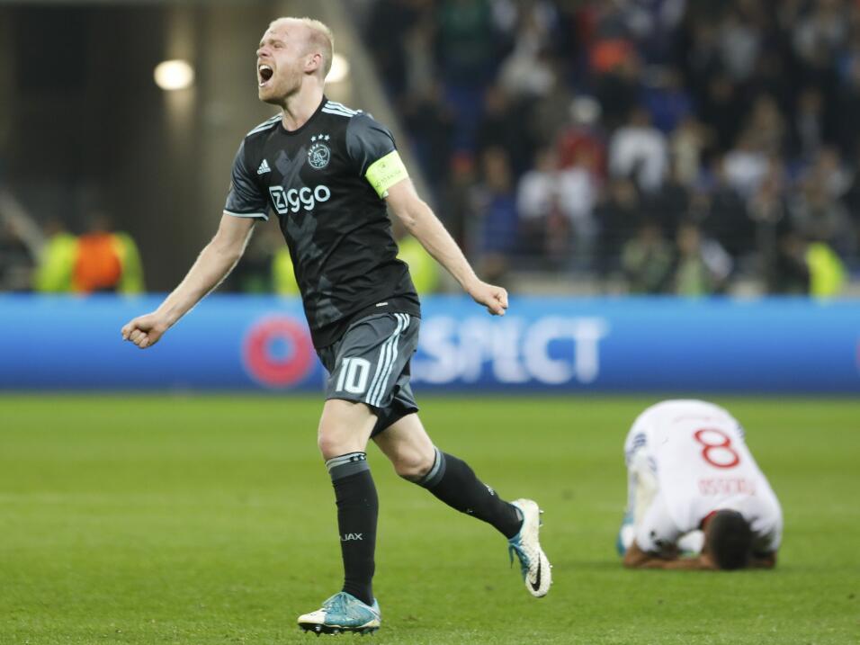 Davy Klaassen, uno de los jóvenes del Ajax, saldría con rumbo a la Premi...