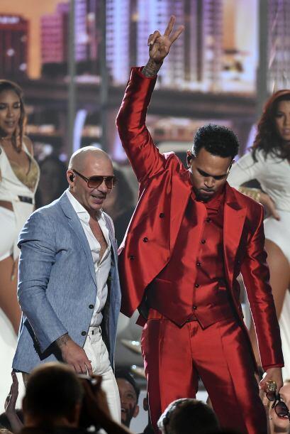 El explosivo dueto de Pitbull y Chris Brown fue otra de las cosas que le...