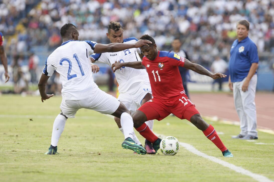 Panamá venció a Honduras en el duelo de técnicos colombianos AP_44083913...