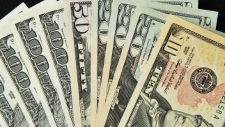 El déficit en el comercio de bienes y servicios bajó de 148,400 millones...