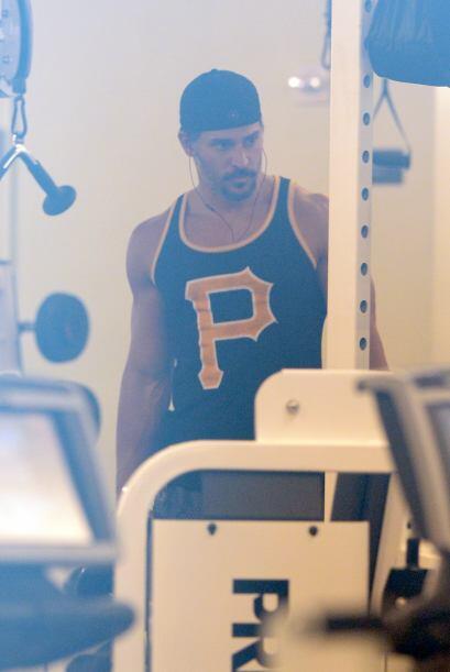 Se puso a trabajar un par de horas en el gimnasio.