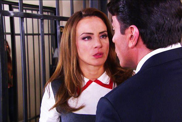 ¡Ayyy Ana, qué suerte tienes! Fuiste detenida y encerrada en la misma ce...