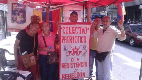 Los miembros del Colectivo Patriótico de Resistencia y Rebelión, instala...