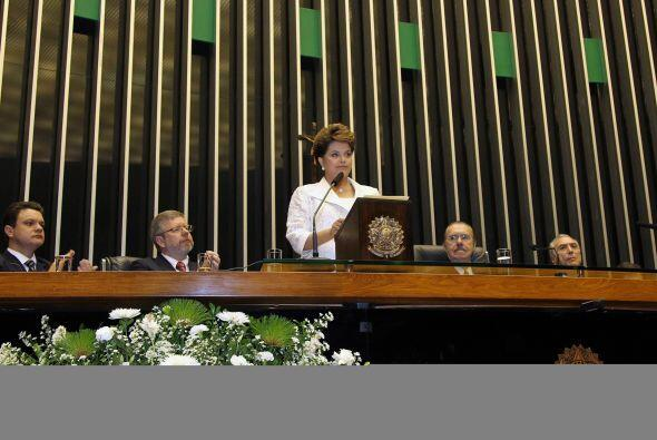 En su primera declaración tras ser investida, Rousseff citó como princip...