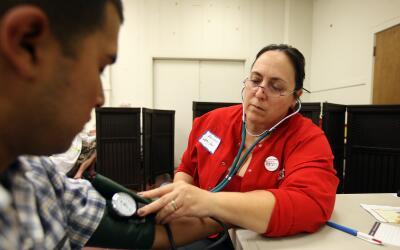 El plan de seguro médico que necesita una persona saludable es muy difer...