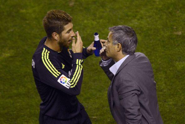 Sergio Ramos recibía instrucciones de Mourinho, pareciendo que quedó atr...