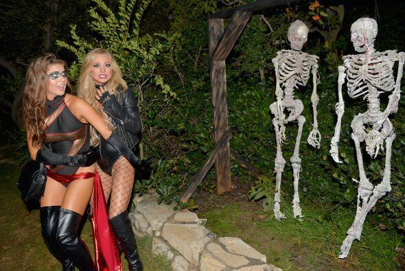 Amanda Cerny y Nikki Leigh nos mostraron su cara de miedo al ver la deco...