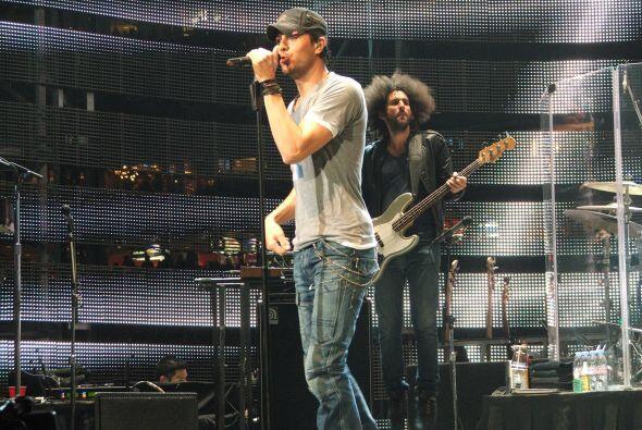 Como siempre se presentó con unos jeans, una camiseta y una gorra.