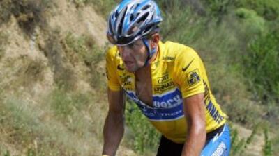 """Armstrong, de 40 años, fue despojado de todos sus cetros """"del 1 de agost..."""
