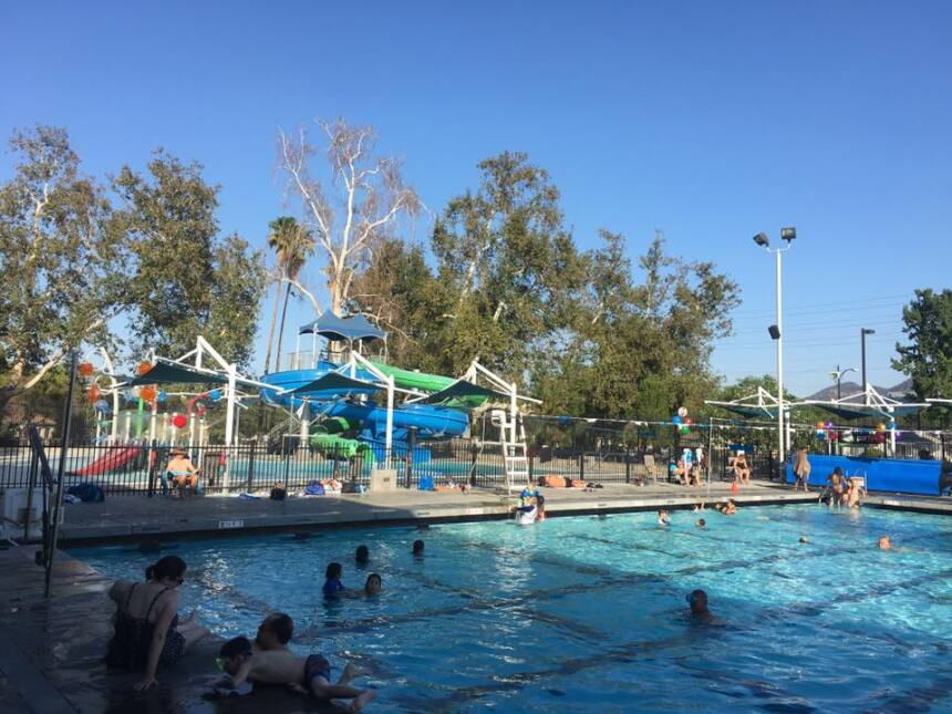 El Verdugo Aquatic Center es ideal para llevar a los niños a divertirse...