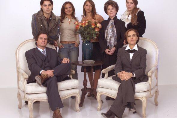 """Paula"" (Laisha Wilkins) y ""Miranda"" (Kate del Castillo) de ""Bajo la Mis..."