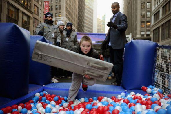 Todo un ambiente de futbol americano se respira en las calles de N.Y. y...
