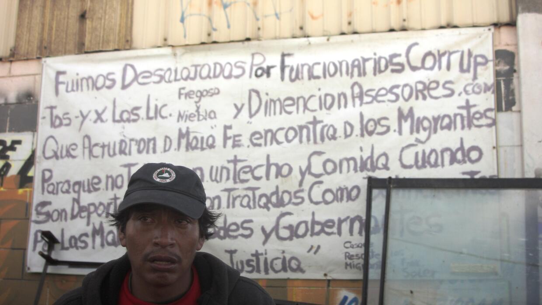Deportados fueron desalojados de un albergue en Tijuana.