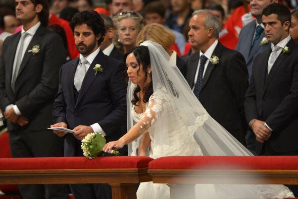 Entre las 20 parejas de su diócesis que contrajeron hoy matrimonio está...