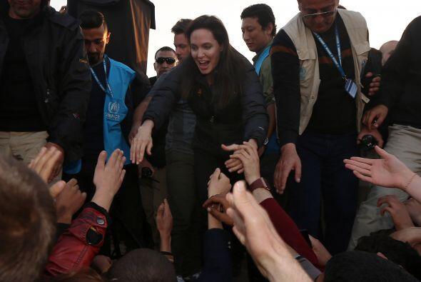 Angelina expresó que como madre lamenta lo que cientos de padres están v...