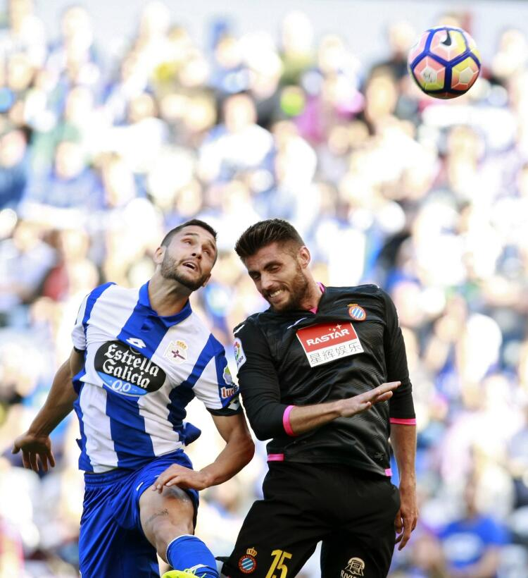 Espanyol con Diego Reyes ganó en Riazor y complicó la permanencia del Dé...