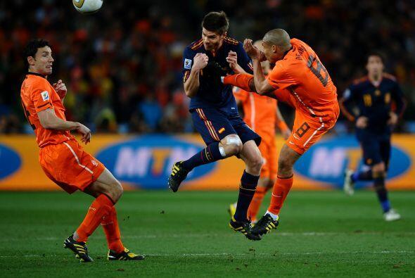 Otro cuyas jugadas más recordadas son las faltas es el holandés Nigel De...