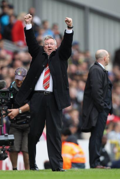 Ferguson saltó al campo de juego y levantó los brazos. Est...