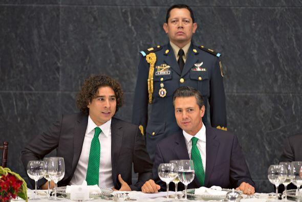 El mandatario convivió con el arquero Guillermo Ochoa.