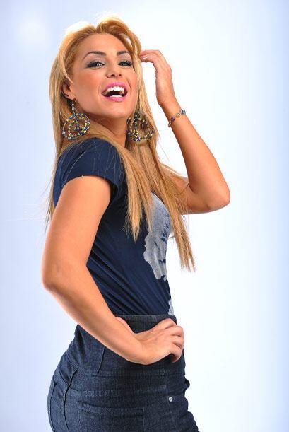 Rosina es una rubia de linda sonrisa y pronunciadas curvas.