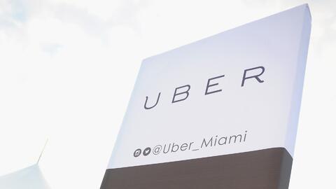 Una chófer de Uber recibe una multa en el Aeropuerto Internacional de Mi...